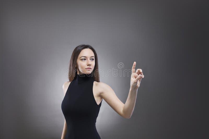 Vrouw wat betreft de virtuele interface royalty-vrije stock foto