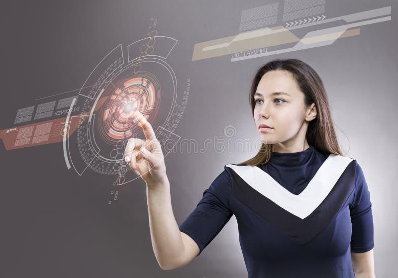 Vrouw wat betreft de virtuele toekomstige interface royalty-vrije stock afbeeldingen