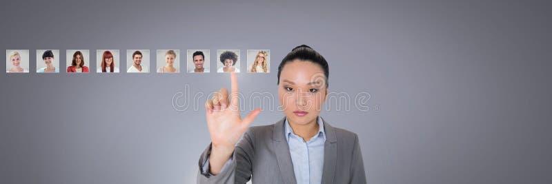 Vrouw wat betreft portretprofielen van verschillende mensen royalty-vrije stock foto
