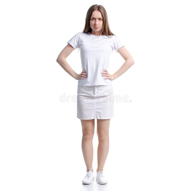 Vrouw in witte t-shirt en rok boze handen op heupen royalty-vrije stock afbeeldingen