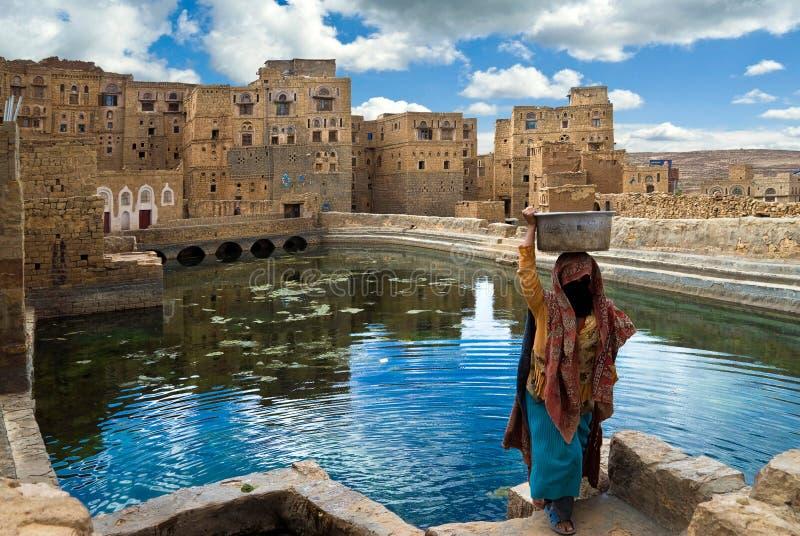 Vrouw in Yemen stock afbeeldingen