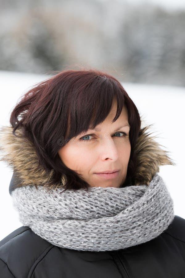 Vrouw zonder make-up in de wintertijd royalty-vrije stock foto's