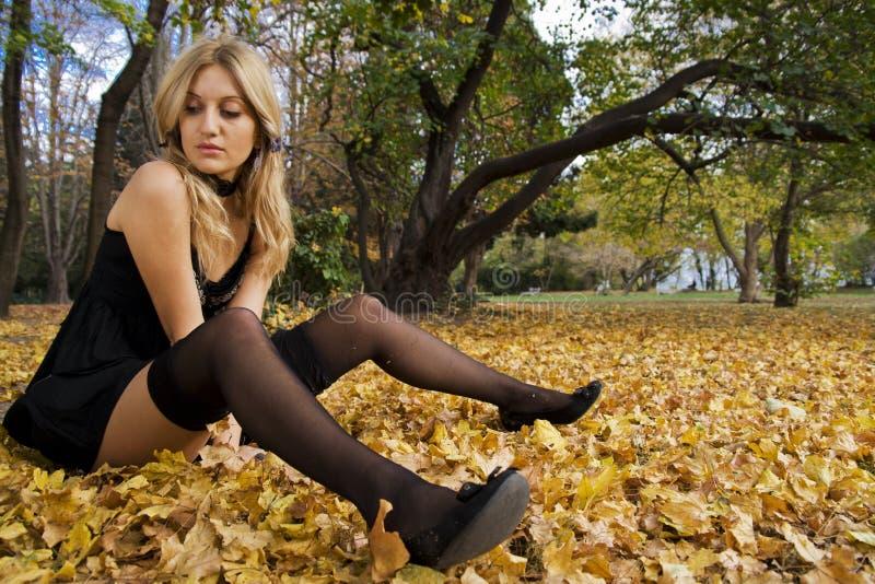 Vrouw in zwarte ctockings stock foto
