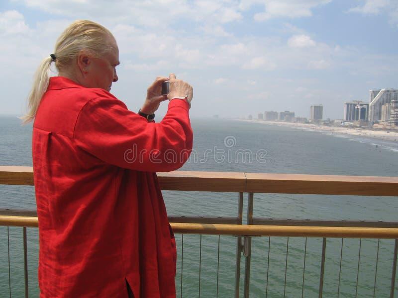 Vrouwelijk fotograferend strand NJ royalty-vrije stock afbeeldingen