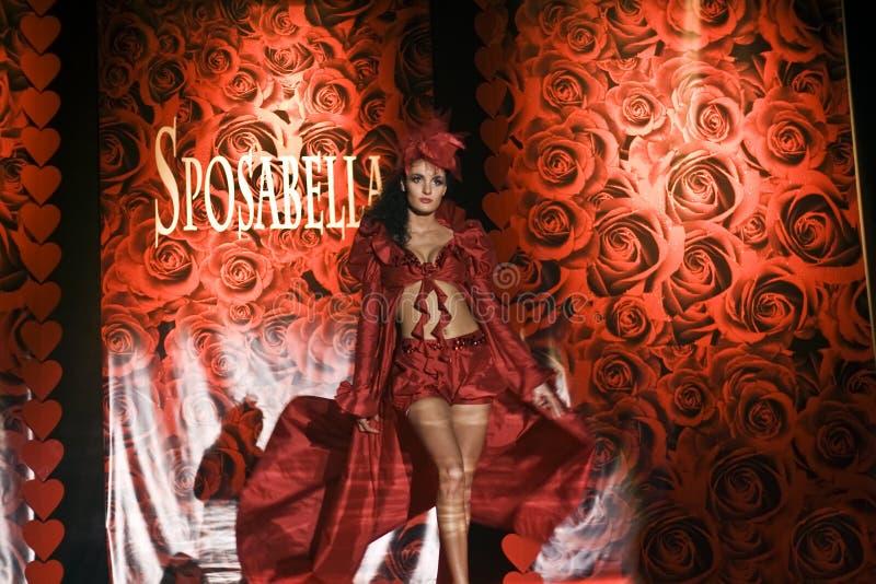 Vrouwelijk model bij de modeshow royalty-vrije stock fotografie