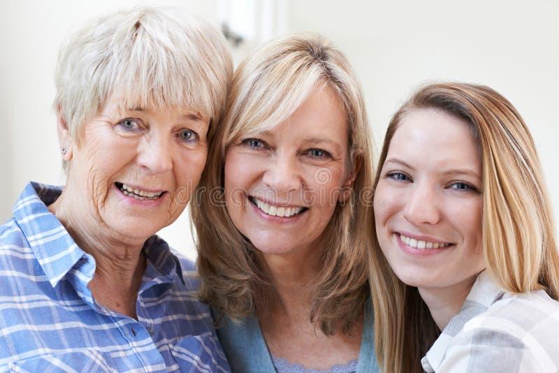 Vrouwelijk Multigeneratieportret thuis royalty-vrije stock afbeelding