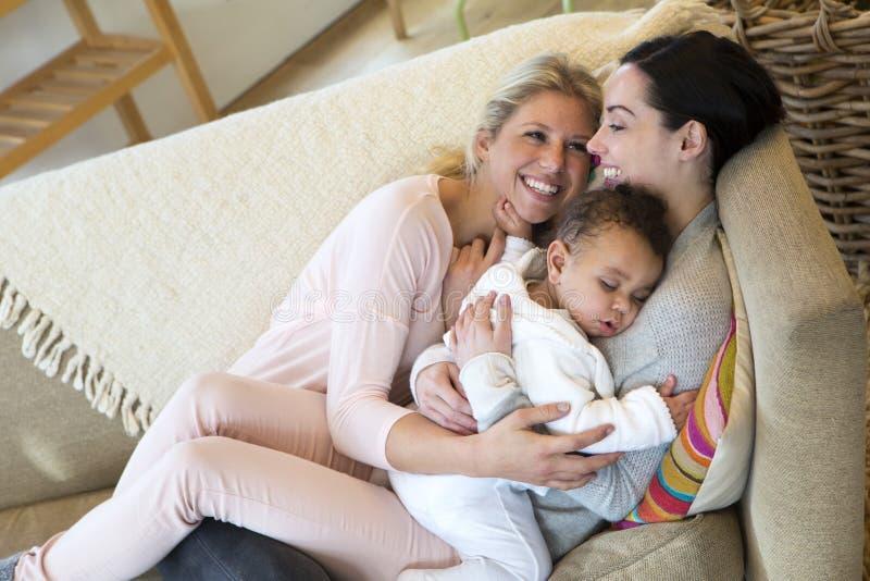Vrouwelijk paar met babyzoon royalty-vrije stock fotografie