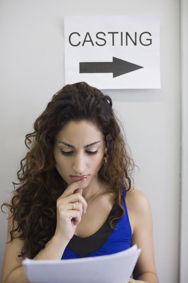 Vrouwelijke Acteur bij het Gieten Vraag stock foto