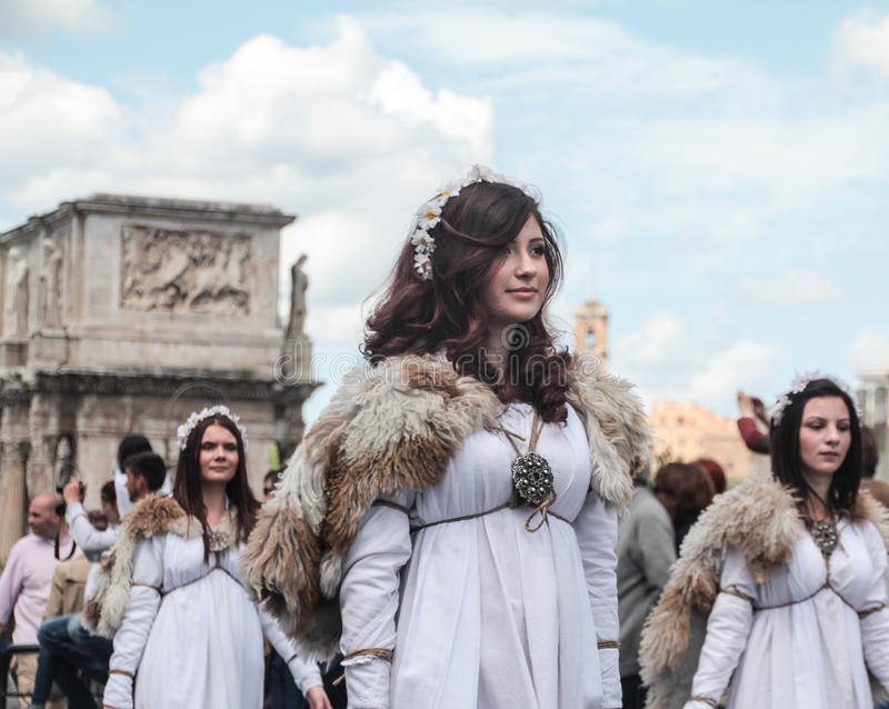 Vrouwelijke actoren in de viering van Rome stock fotografie