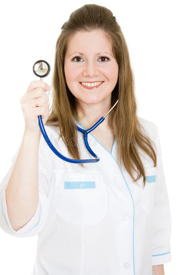 Vrouwelijke arts die met in hand stethoscoop glimlacht stock afbeeldingen