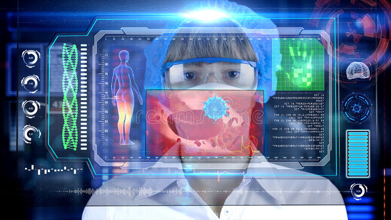 Vrouwelijke Arts met de futuristische tablet van het hudscherm Bacteriën, virus, microbe Medisch concept de toekomst royalty-vrije stock afbeelding