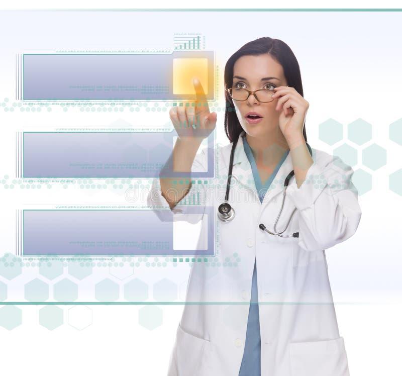 Vrouwelijke Arts of Verpleegster Pushing Blank Button op Comité stock afbeeldingen