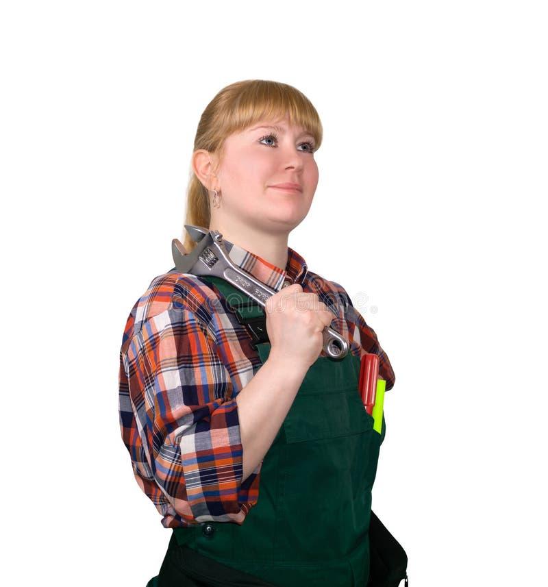 Vrouwelijke autodiewerktuigkundige met handvatmoersleutel op witte achtergrond wordt ge?soleerd royalty-vrije stock afbeelding