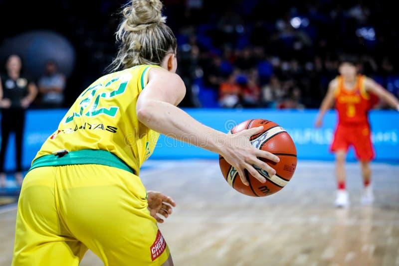 Vrouwelijke basketbalspeler, Samantha Whitcomb, in actie tijdens het basketbalwereldbeker 2018 van vrouwen stock foto's