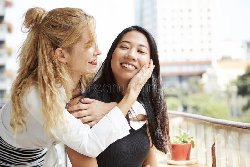 Vrouwelijke beste vrienden stock foto