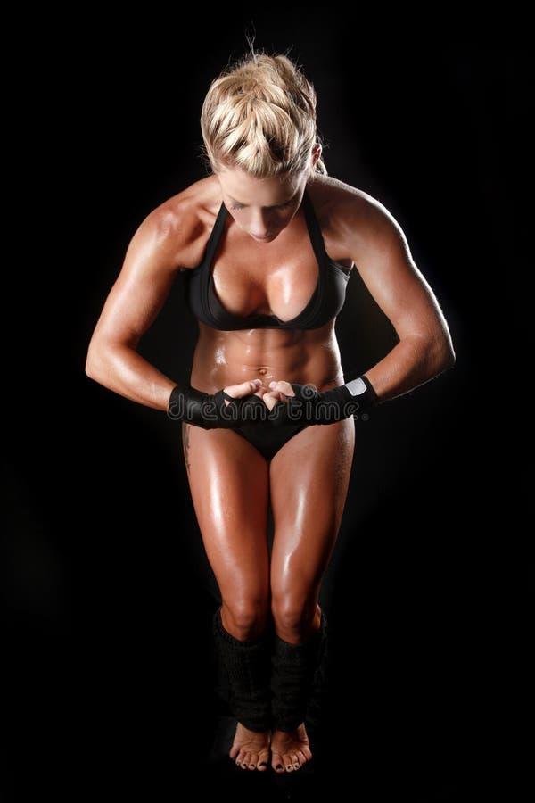 Vrouwelijke Bodybuilder met Mooie Vorm royalty-vrije stock afbeeldingen