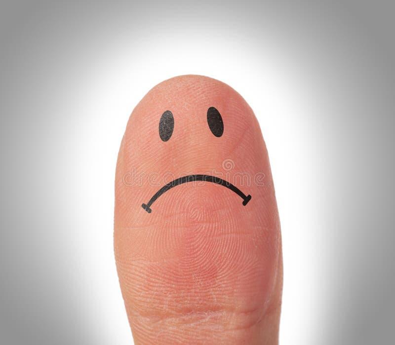 Vrouwelijke duimen met glimlachgezicht op de vinger stock foto