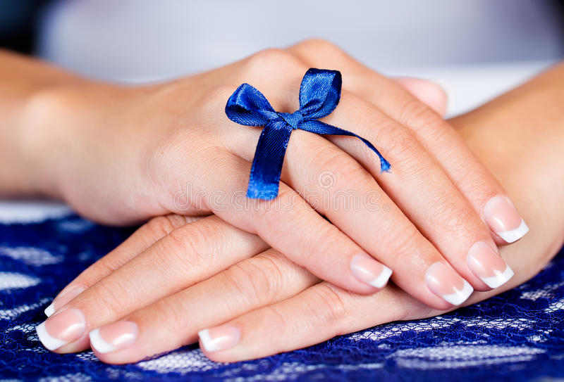 Vrouwelijke Franse manicure royalty-vrije stock foto
