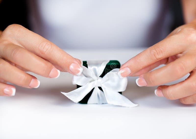 Vrouwelijke Franse manicure royalty-vrije stock afbeeldingen