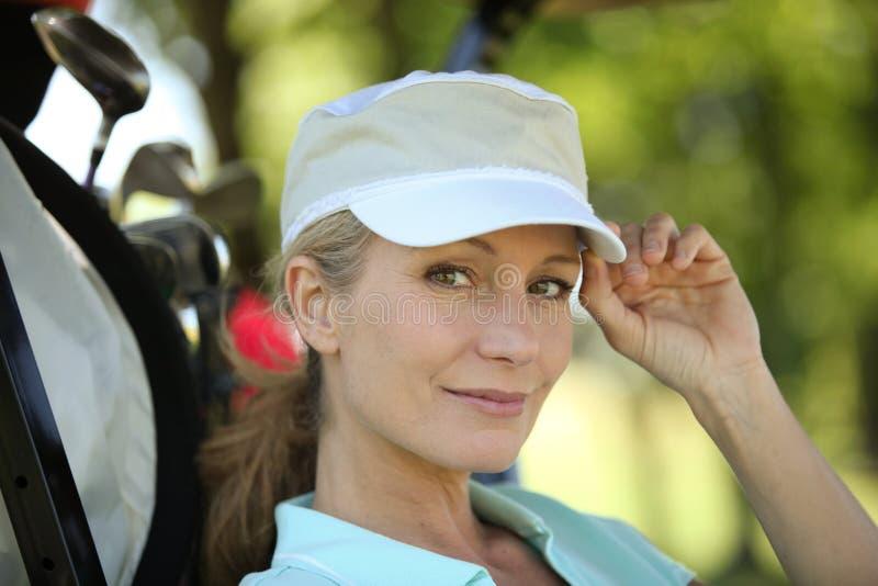 Vrouwelijke golfspeler stock afbeeldingen