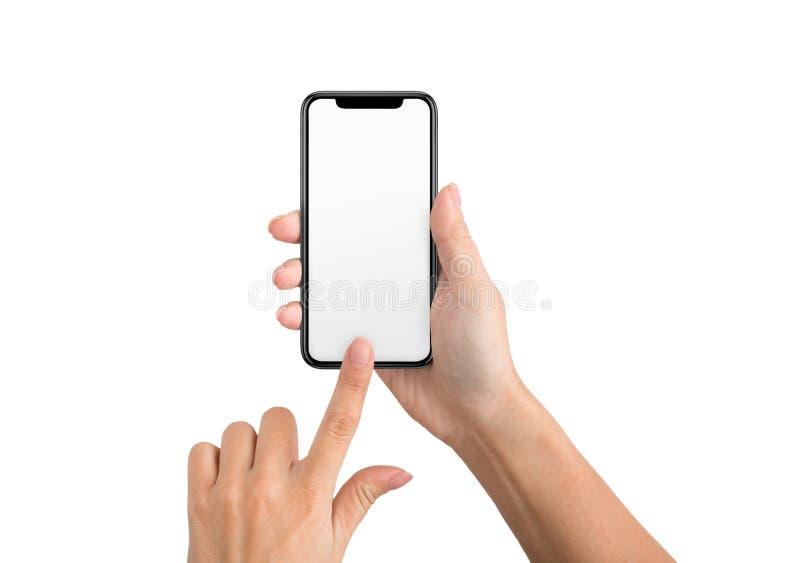 Vrouwelijke hand die lege touchscreen van smartphone gebruiken stock foto's