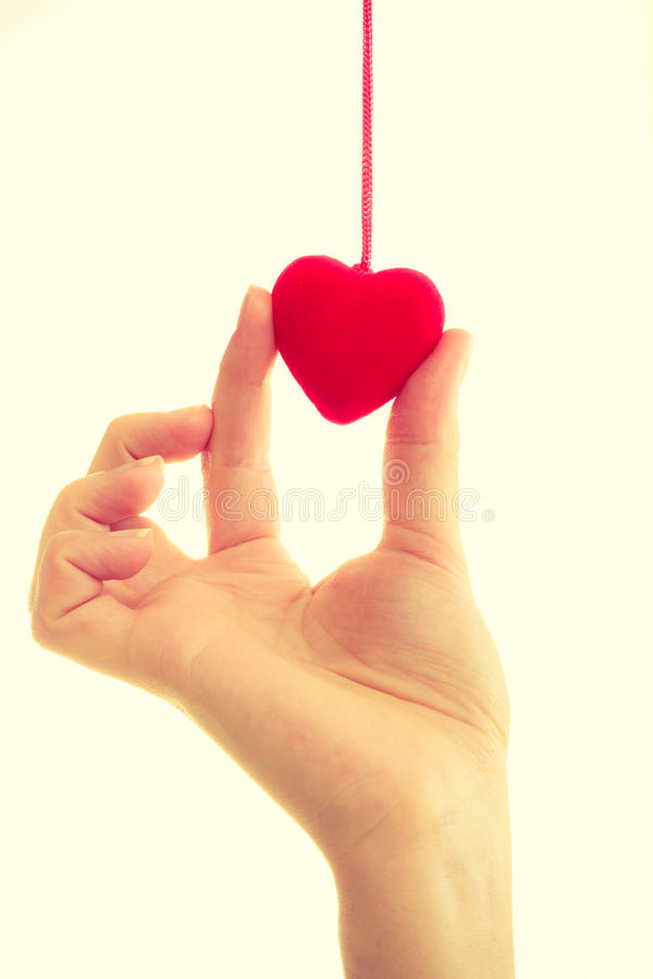 Vrouwelijke hand met weinig hart royalty-vrije stock foto
