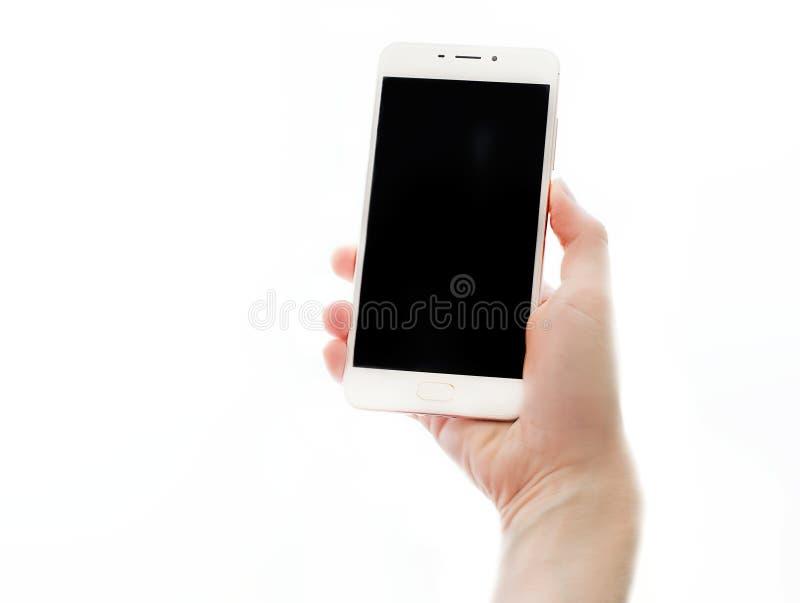 Vrouwelijke handen die smartphone met het zwarte die scherm houden op witte achtergrond wordt geïsoleerd Mobiele apparaten dichte royalty-vrije stock foto's