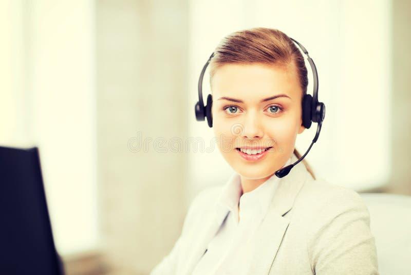 Vrouwelijke helpline exploitant met hoofdtelefoons royalty-vrije stock foto