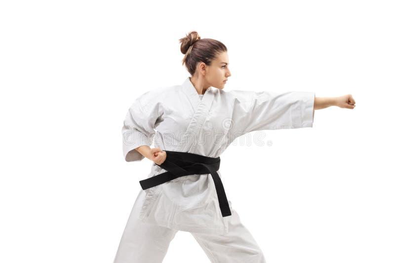 Vrouwelijke het praktizeren karate royalty-vrije stock afbeelding