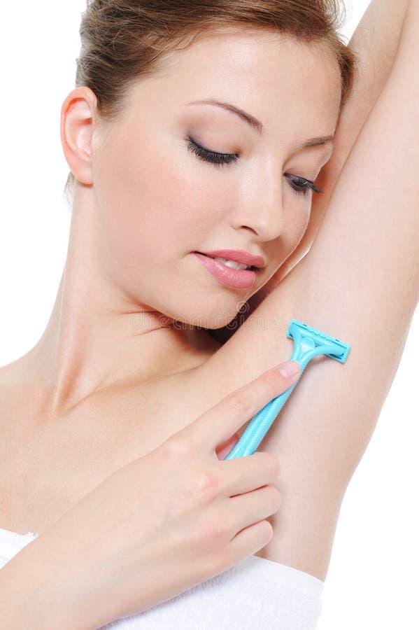 Vrouwelijke het scheren oksel royalty-vrije stock afbeelding