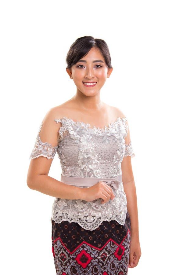Vrouwelijke Indonesische nationale uitrustingen, wit portret als achtergrond royalty-vrije stock afbeelding
