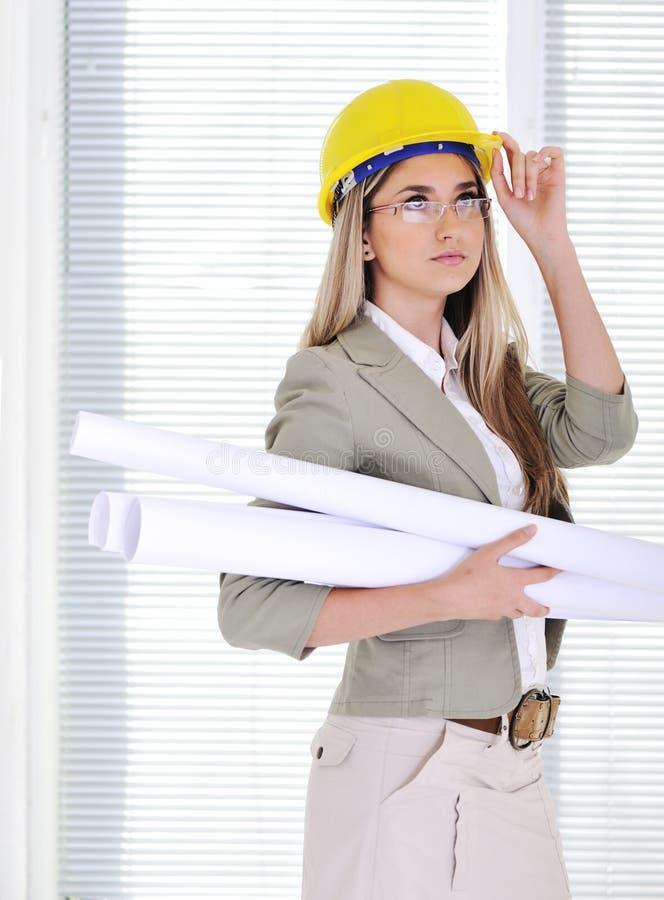 Vrouwelijke ingenieur met helm stock foto's