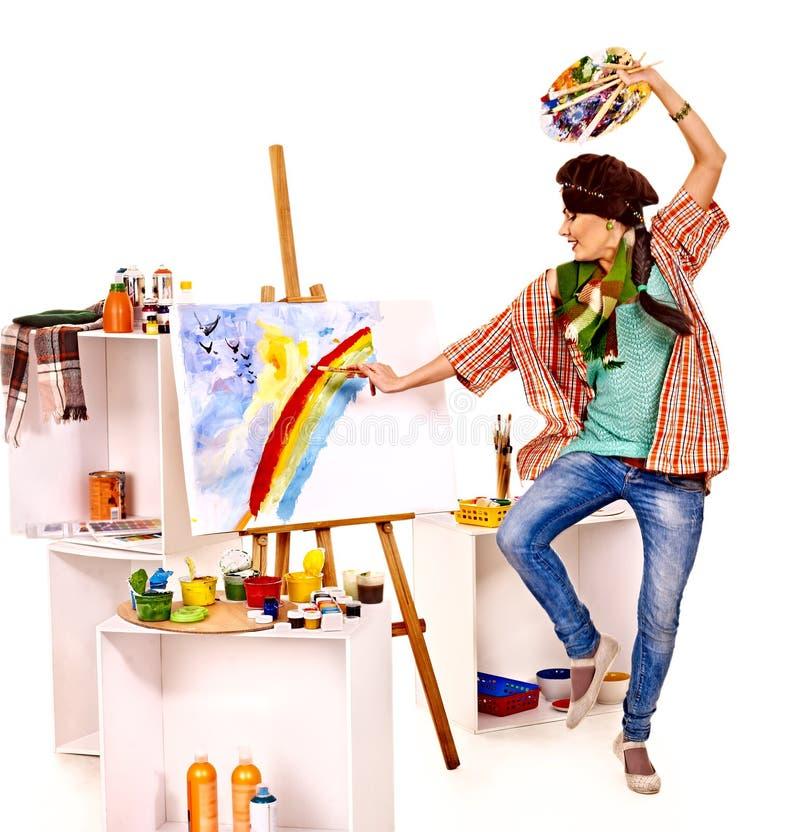 Vrouwelijke kunstenaar op het werk. stock afbeeldingen