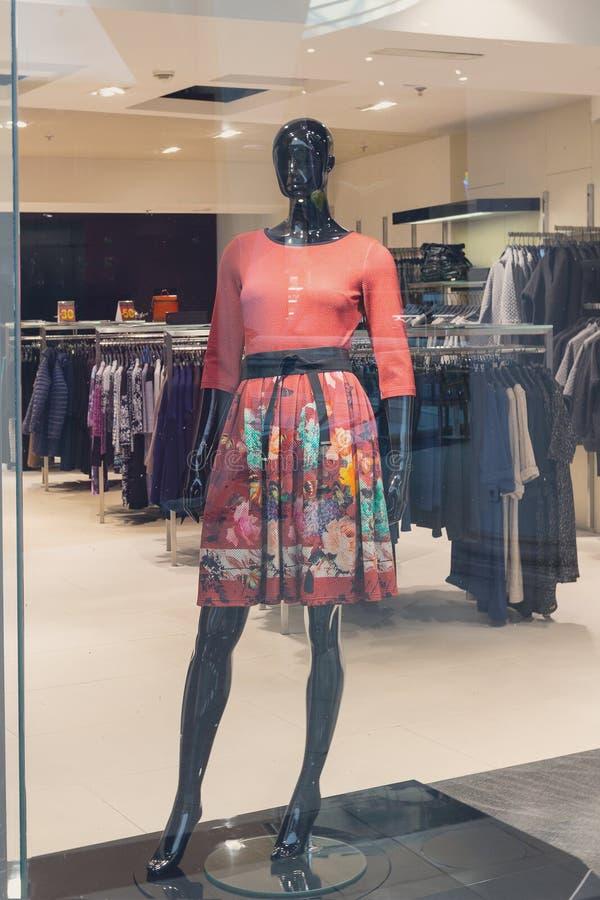 Vrouwelijke ledenpop in een modieuze kleding royalty-vrije stock fotografie