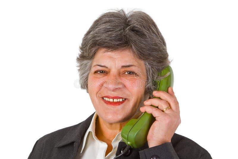 Vrouwelijke oudste op telefoon royalty-vrije stock foto's