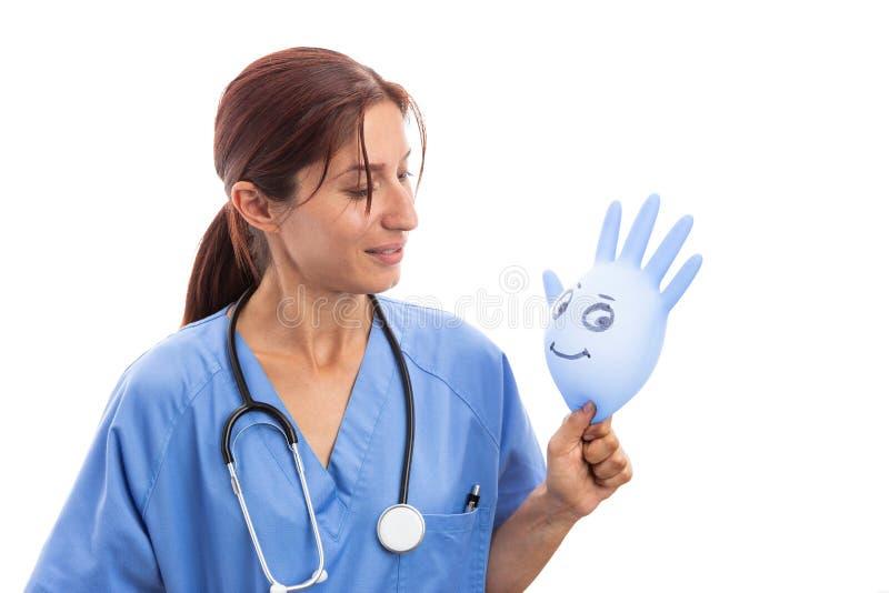 Vrouwelijke pediaterholding het glimlachen latexhandschoen royalty-vrije stock afbeelding