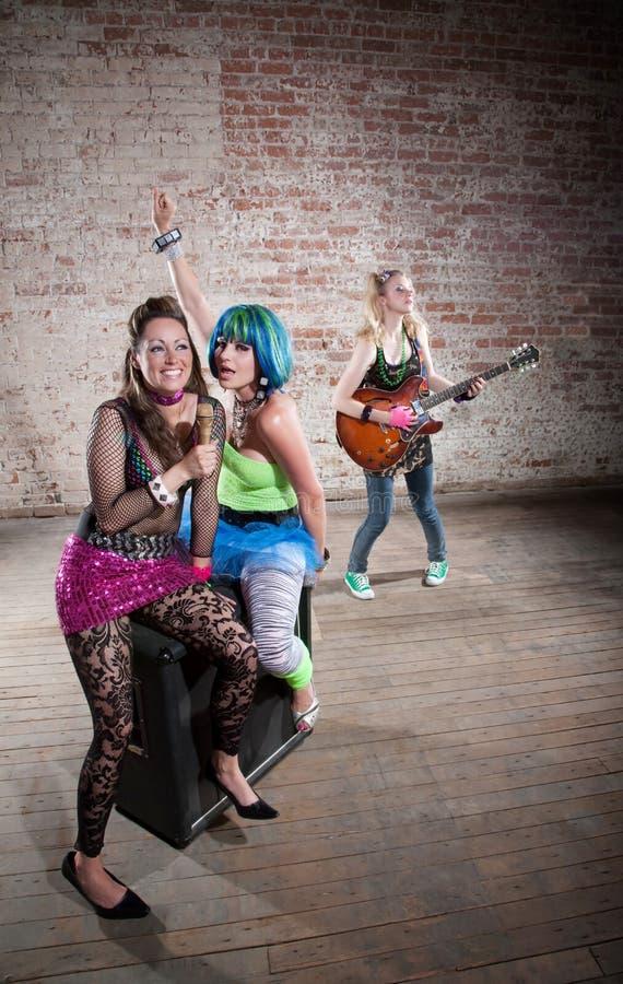 Vrouwelijke punkmuziekband royalty-vrije stock afbeelding
