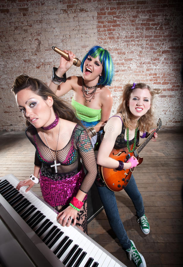 Vrouwelijke punkmuziekband stock fotografie