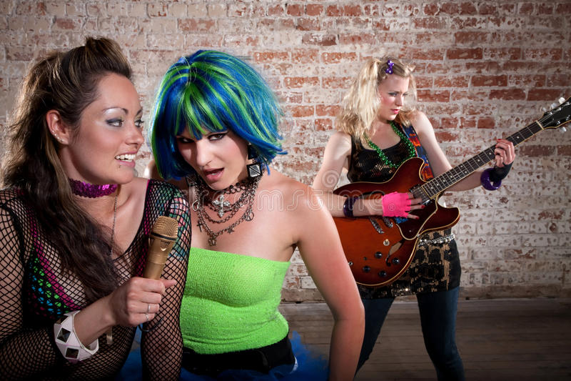 Vrouwelijke punkmuziekband stock foto