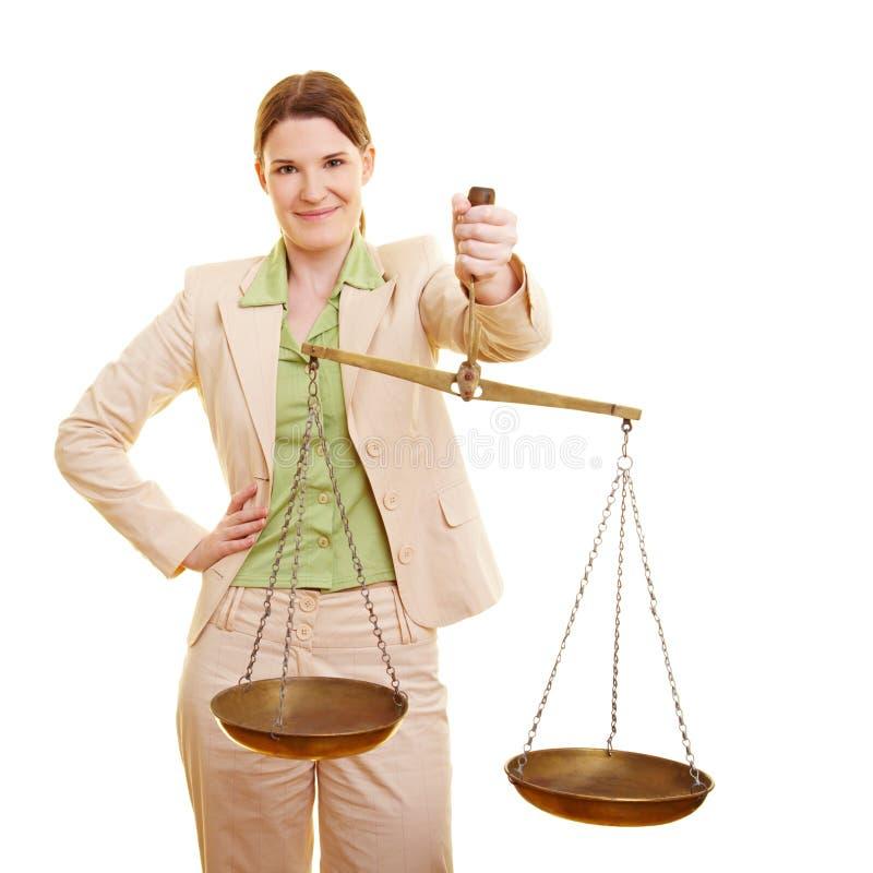 Vrouwelijke rechter met schalen stock afbeeldingen