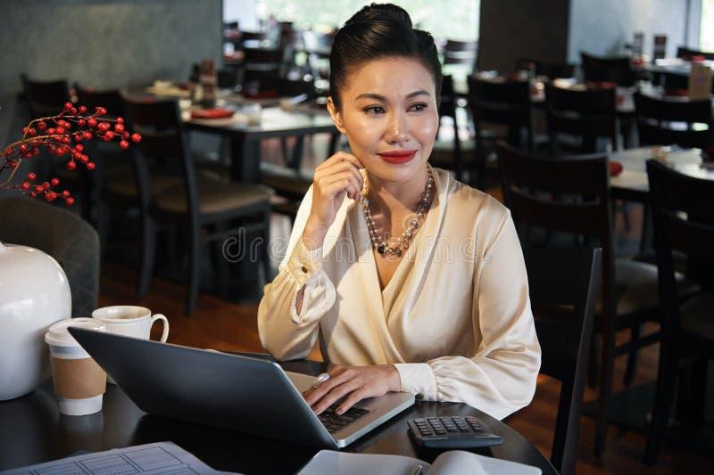 Vrouwelijke restauranteigenaar royalty-vrije stock fotografie
