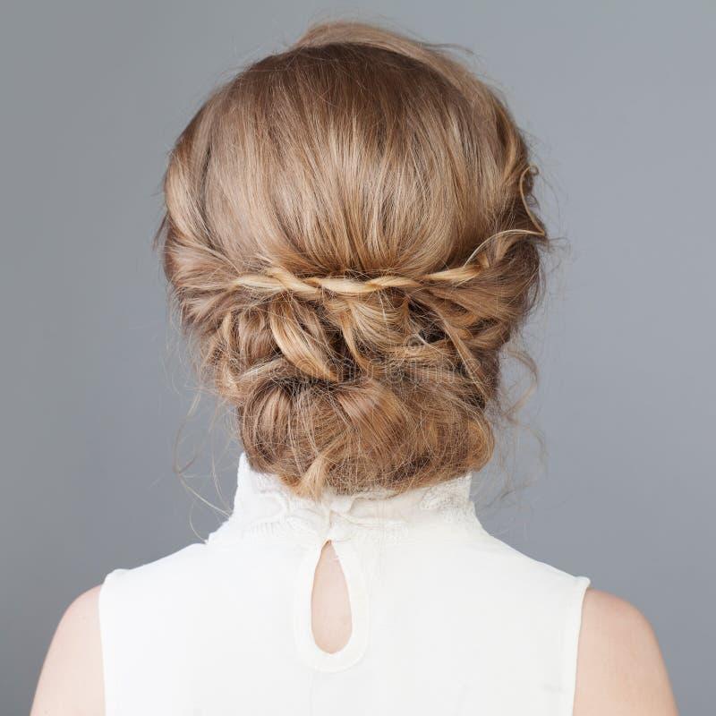 Vrouwelijke rug Bruids of Prom-Haar royalty-vrije stock fotografie