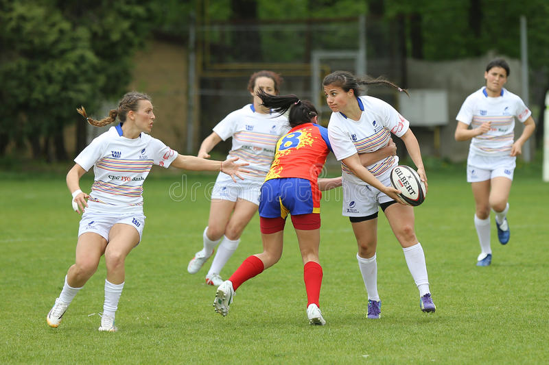 Vrouwelijke rugbyspelers stock afbeelding