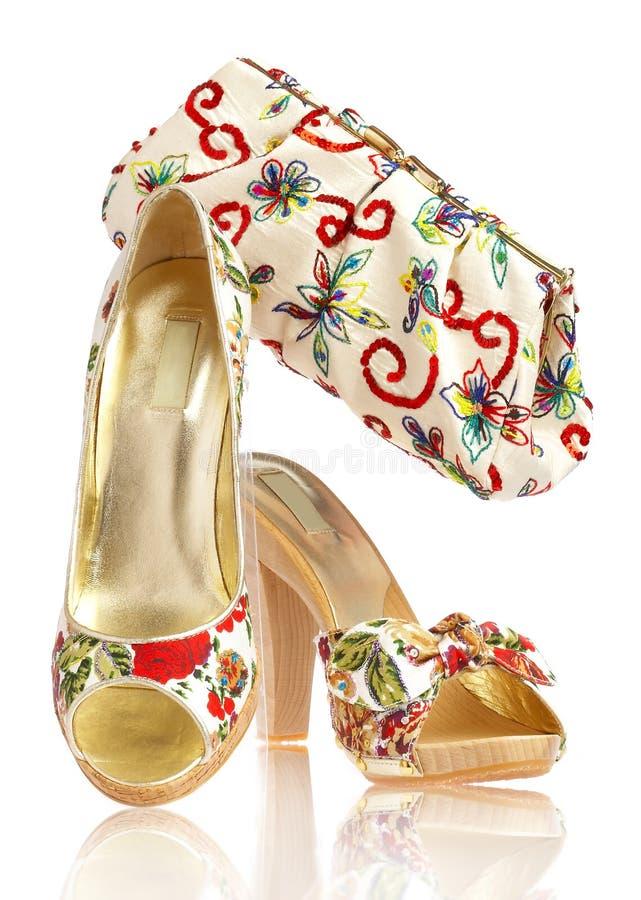 Vrouwelijke schoenen en handtas stock fotografie