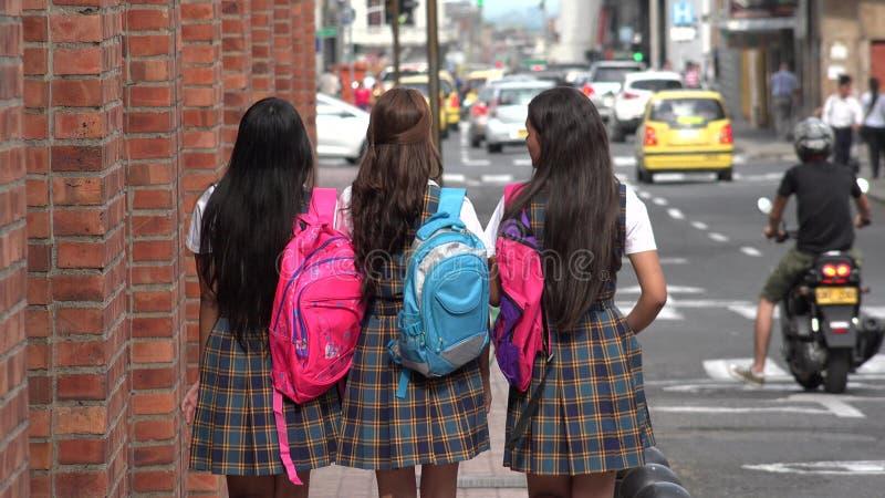 Vrouwelijke Studenten met Rugzakken royalty-vrije stock fotografie
