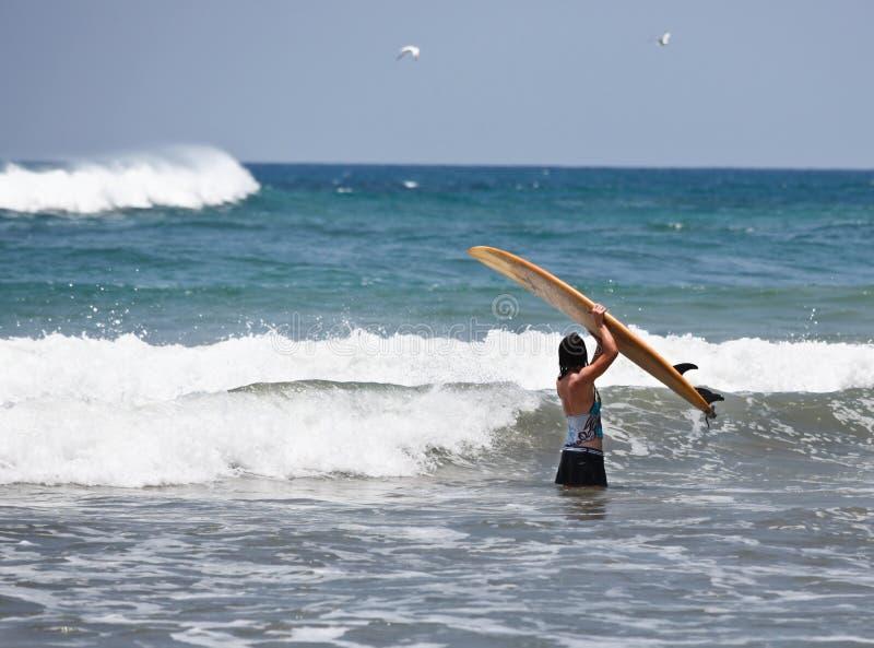 Vrouwelijke Surfer royalty-vrije stock foto's