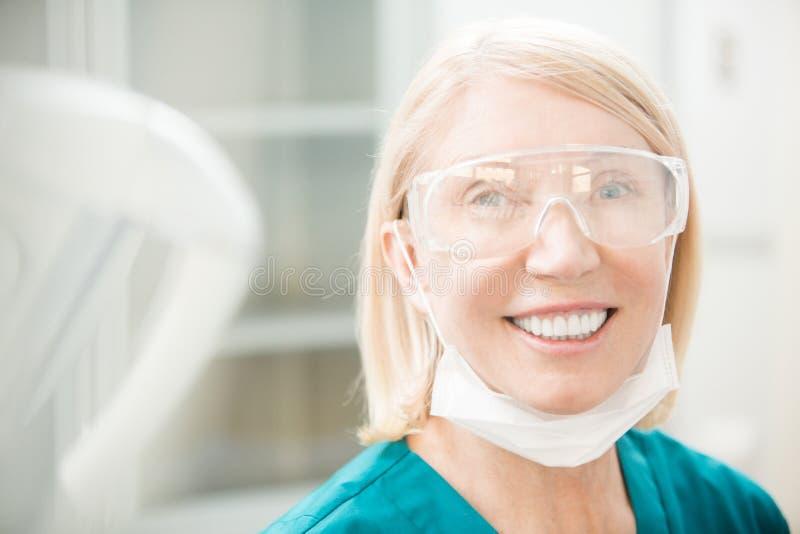 Vrouwelijke tandarts royalty-vrije stock foto