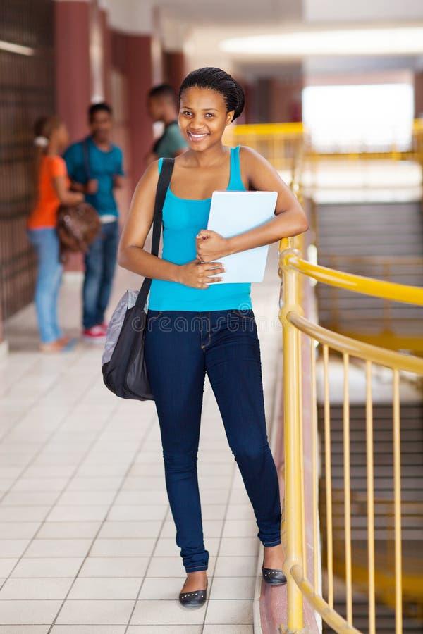Vrouwelijke universitaire student stock afbeeldingen