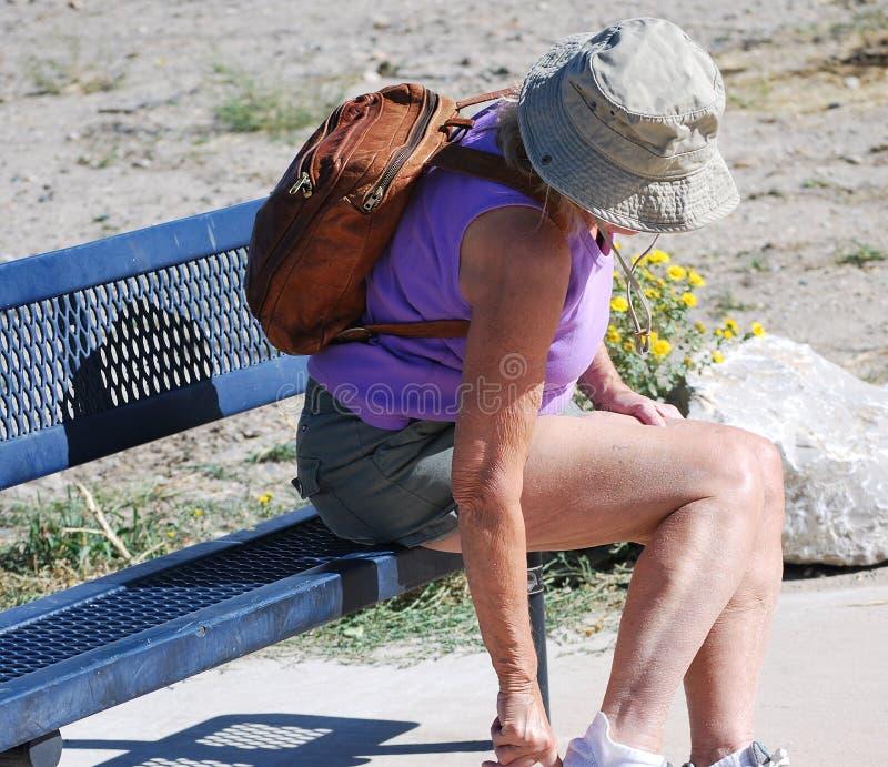 Vrouwelijke wandelaar stock foto