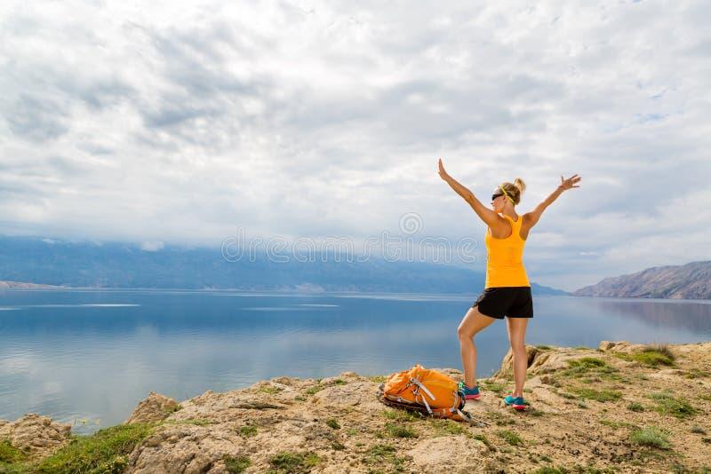 Vrouwelijke wandelaar, Rab Island, Kroatië stock fotografie